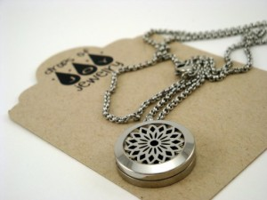 drops-of-joy-22-diffuser-necklace