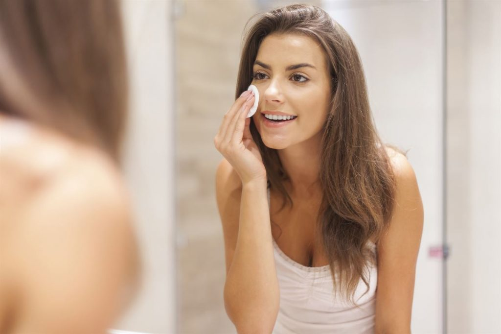remove make-up naturally with coconut oil