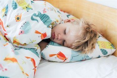 helping children sleep better with essential oils