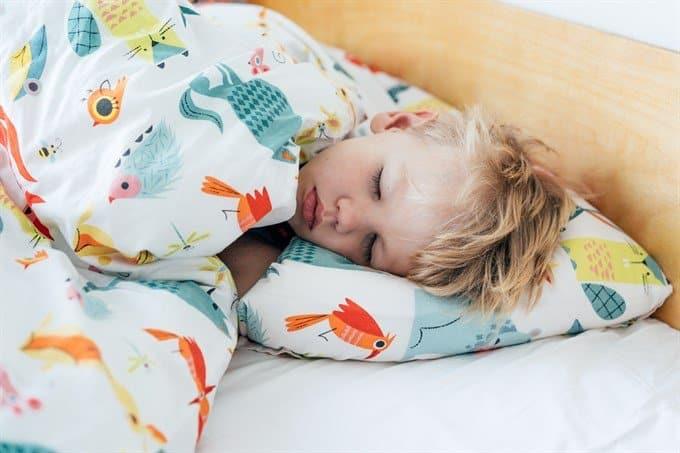 helping children sleep better with essential oils